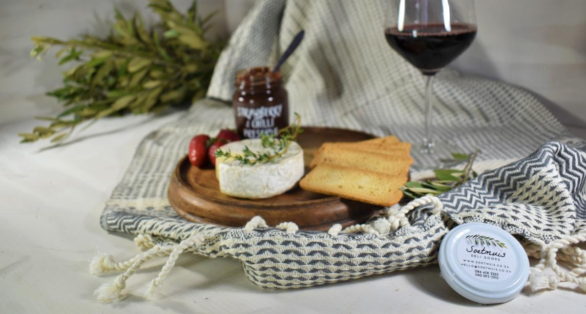 Wine, cheese, malbatoast and SOETMUIS